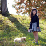 犬散歩中の女の子