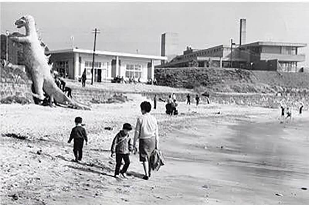 昔のたたら浜 ゴジラ滑り台